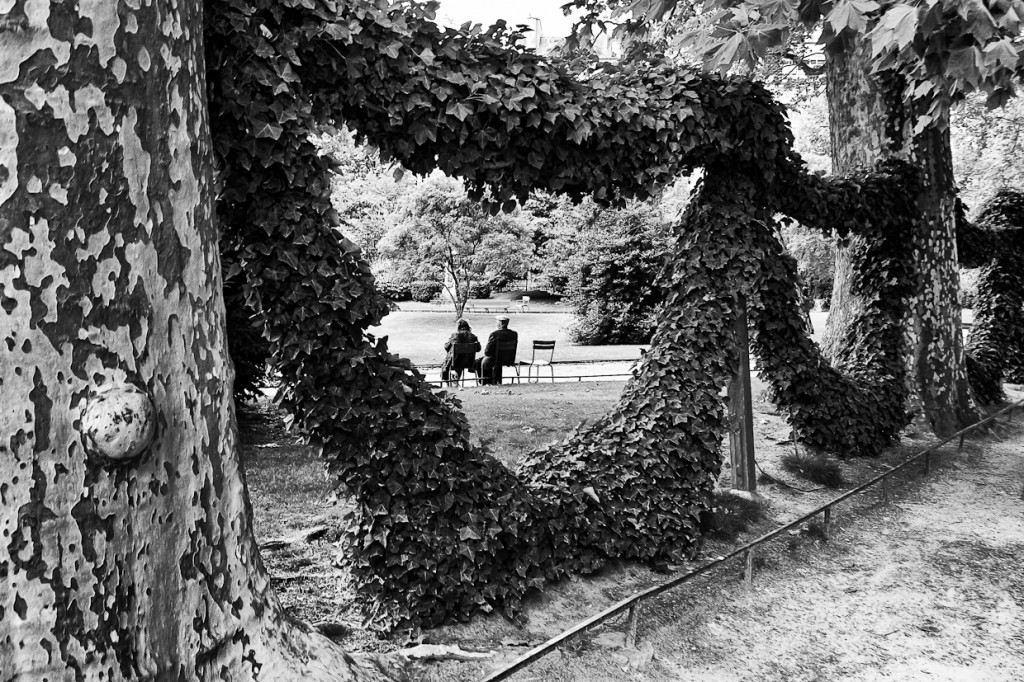 Photograph of old couple on th bench